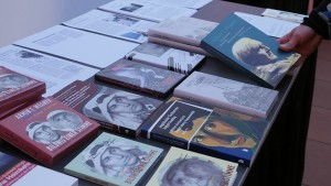 Bücherstand über Armin T. Wegner